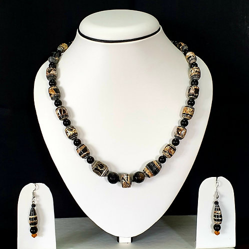 Black & White Round Beads Medium Set with Matching Earrings