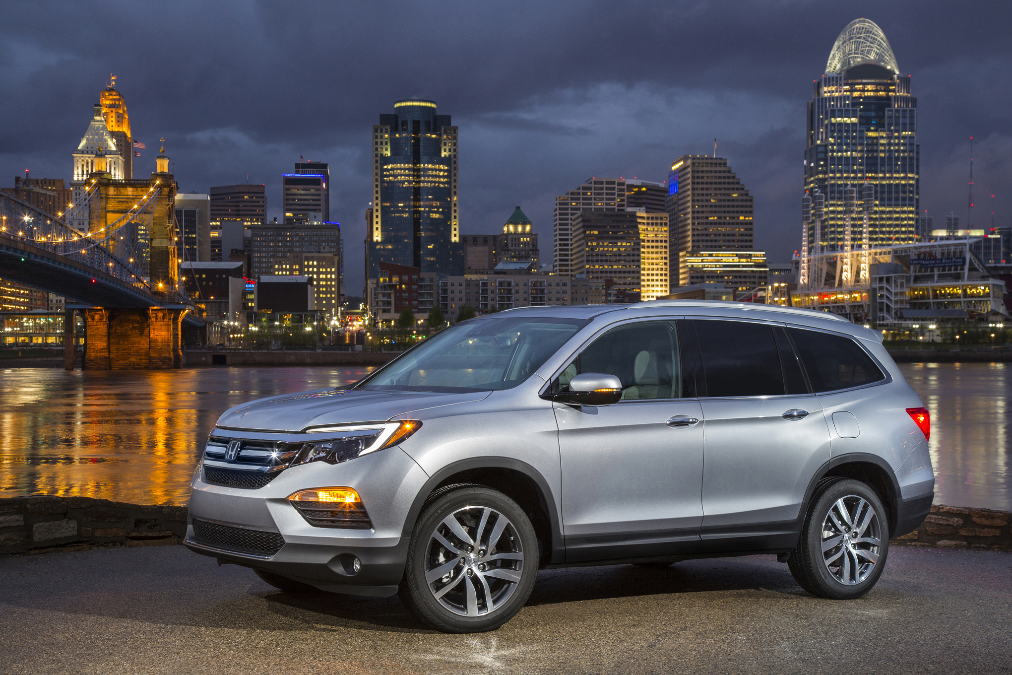 2016-Honda-Pilot-front-three-quarter4