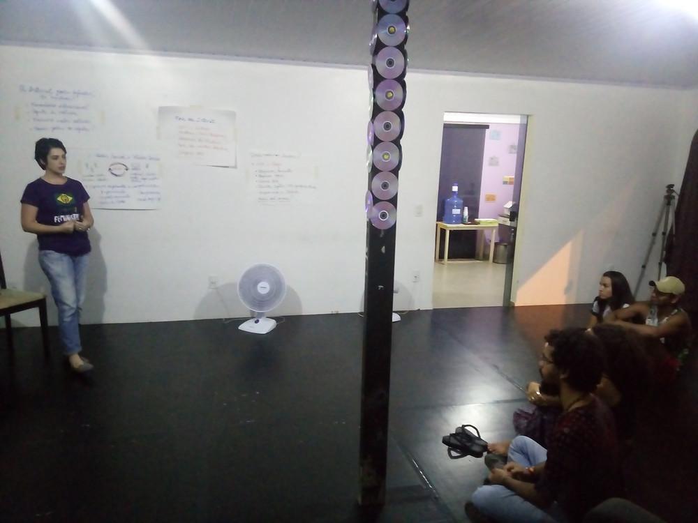 Palestra: Como a internet pode ajudar as mulheres- Aline Hack- 5° Sarau da Esquina