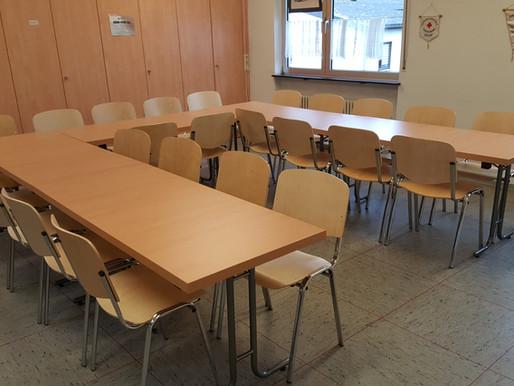 Neue Stühle und Tische