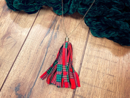 How to Create a Christmas Tassel Necklace