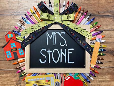 How to Create a Chalkboard Crayon Wreath for Teachers