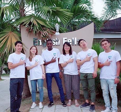 طلاب دراسة اللغة في الفلبين.jpg