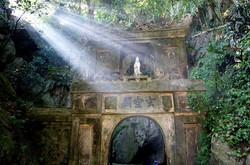 五行山の洞窟へ続く門