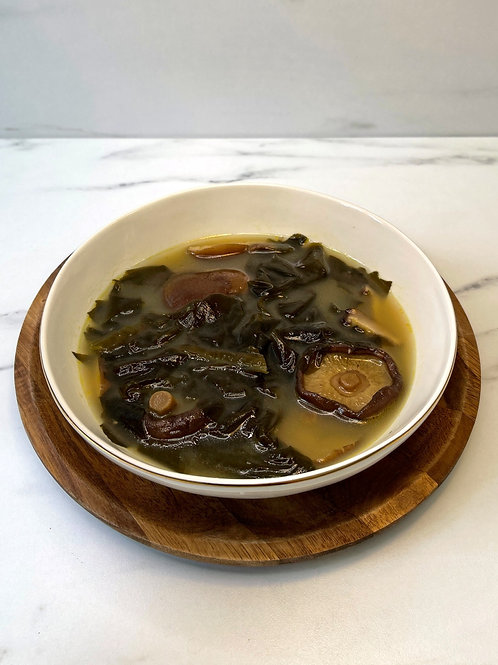 Shiitake & seaweed soup  (버섯 미역국)