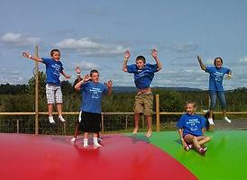 Kids havin fun on the Big Apple boune a Hurds Family Farm
