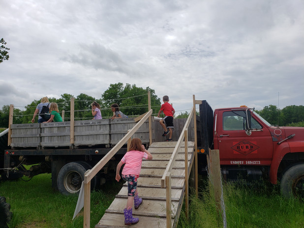 fall field trip flat bed truck slide app
