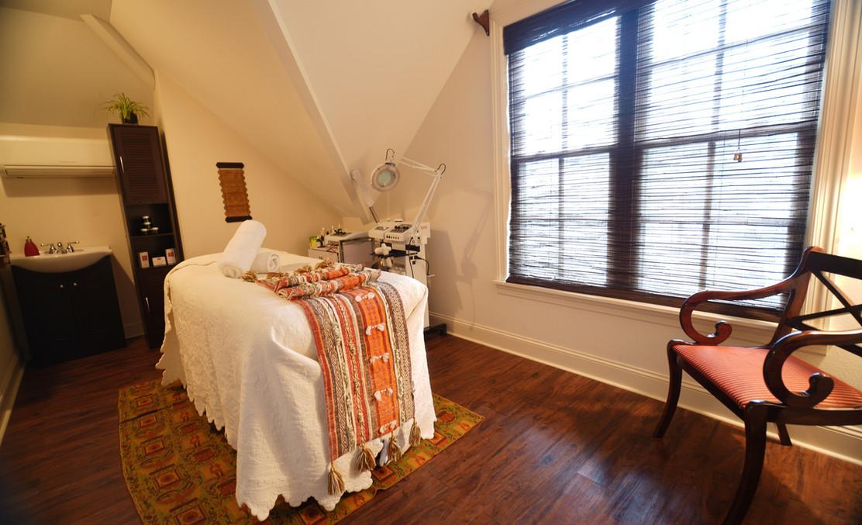 Make Up & Massage Room 1