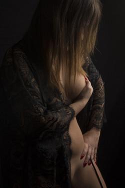woman-4716799_1280