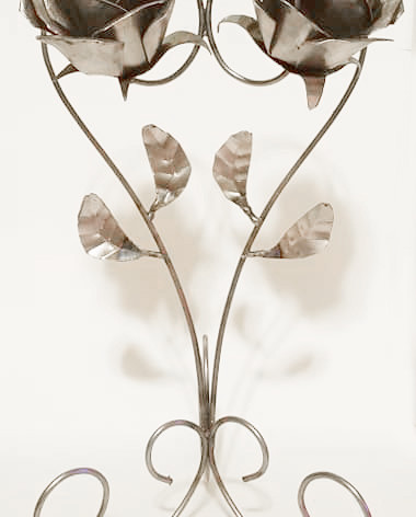 Metal Couple Flowers View