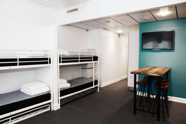 Superior6bed_Apartment02.jpg