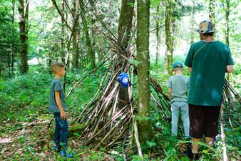 Montag 27.07. - Hüttenbau im Wald