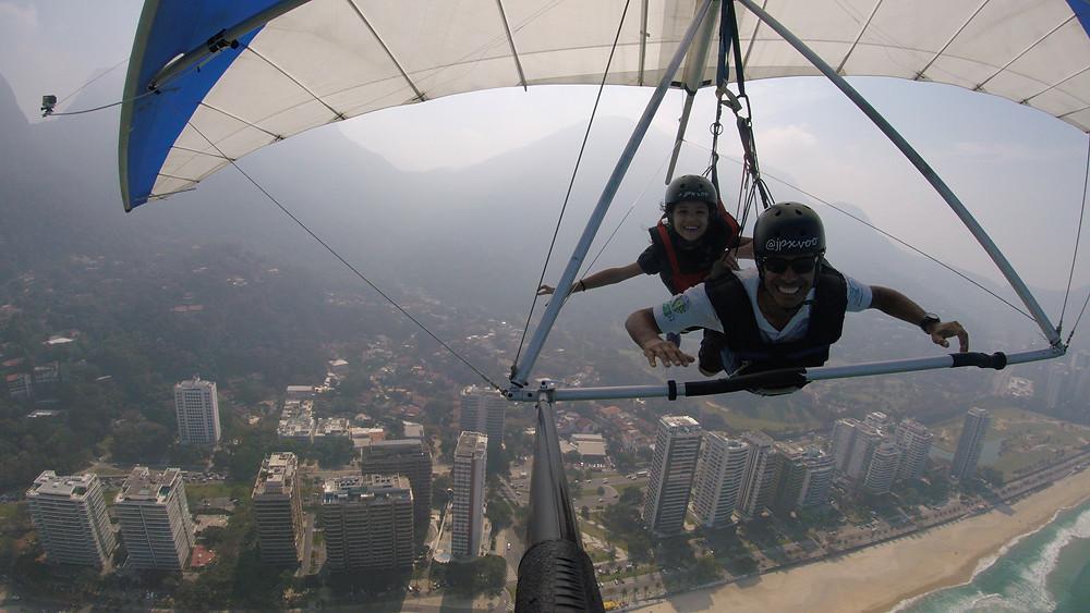 minha filha voando de asa delta no Rio
