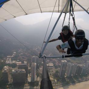 Minha filha voando de asa delta no Rio de Janeiro