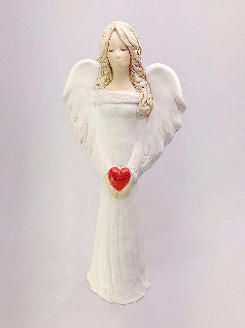 Eņģelis meitene ar sirsniņu