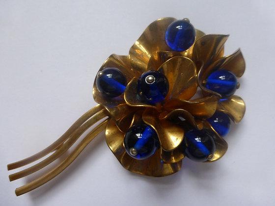 A 1950's gold tone metal brooch