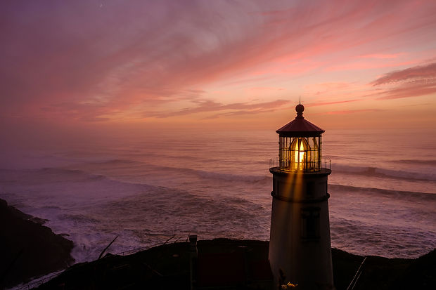 heceta-head-lighthouse-at-sunset-built-i