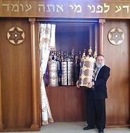 Sefrei torah-Rabbi.jpg