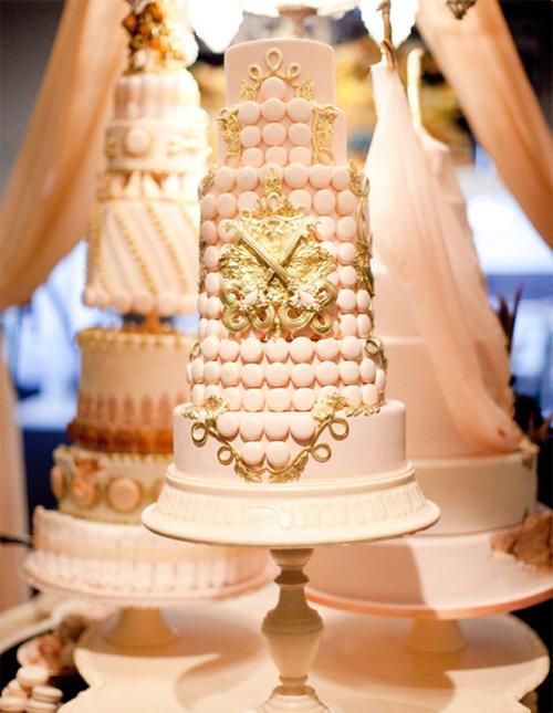 fascinating-gold-wedding-cakes-9-500x645
