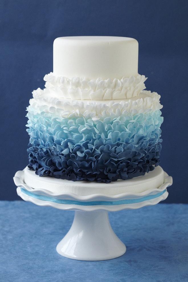 blur-ombre-wedding-cake