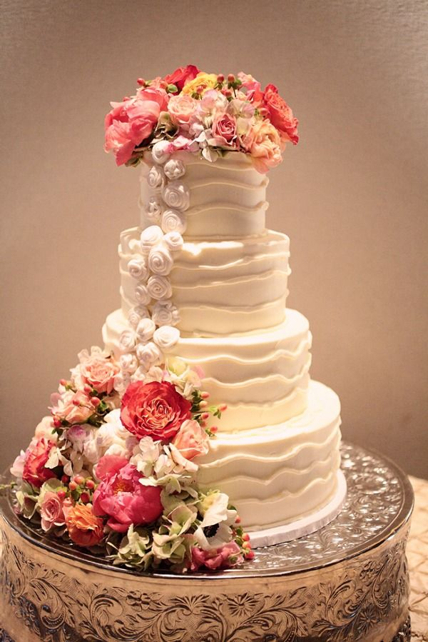 White Creamed Bouquet Romantic Cake - CDR 2831