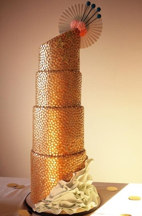 fascinating-gold-wedding-cakes-13