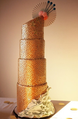 fascinating-gold-wedding-cakes-13