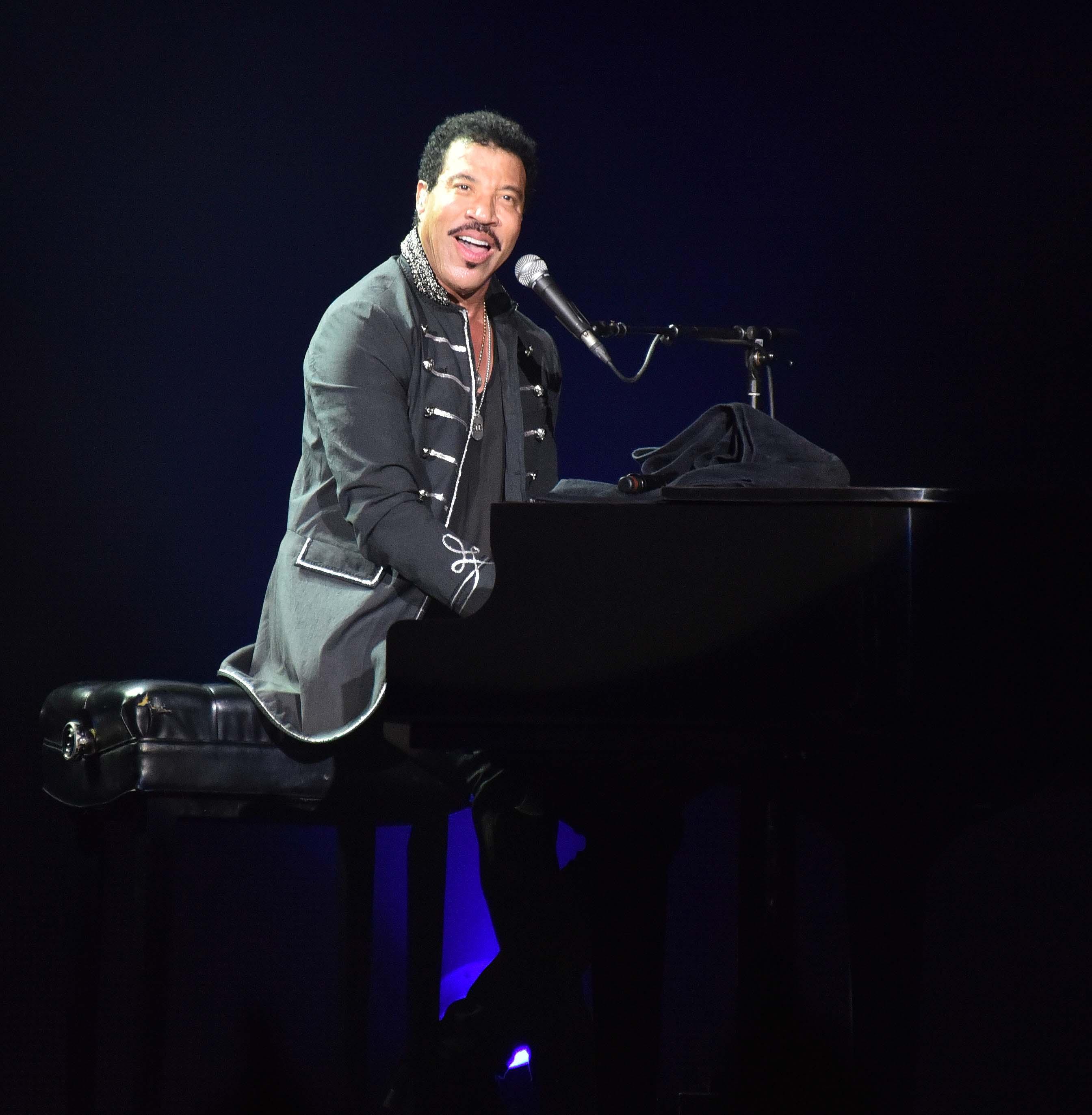 Lionel Ritchie World Tour 2015
