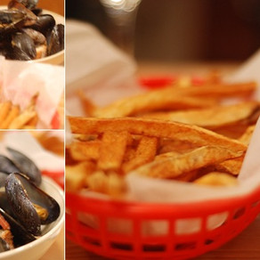 STEAMED MUSSELS & POMMES FRITES
