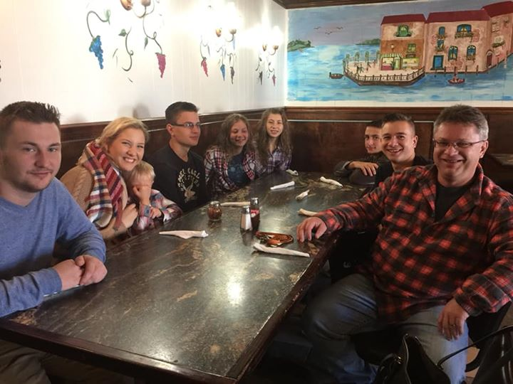 large family eating pizza