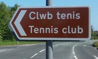 Clwb Tenis / Tennis Club road sign