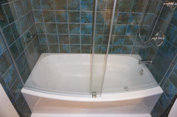 Tub / Shower with Ceramic Tile Surround