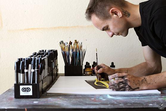 Chris Dunlop/ Pinstripe Chris working on artwork