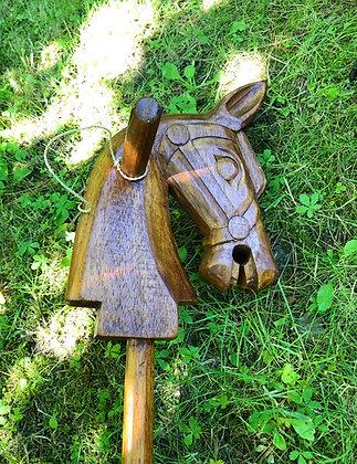 Cheval en bois, brun