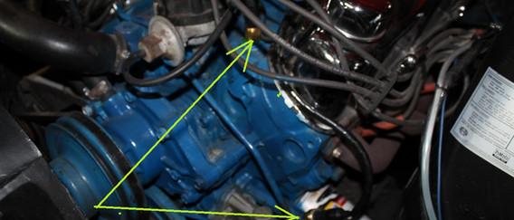 Les sondes s'installent a l'origine. Celle du haut est la température, celle du bas, la pression d'huile, il faut aussi tirer un fil de la bodine pour le compte tour.