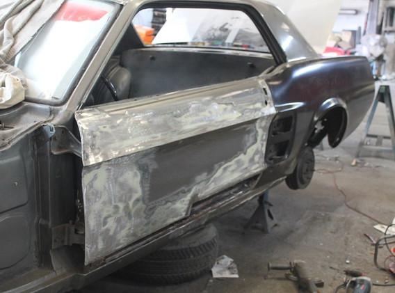 Pour les portes, c'est la maladie des Mustang, le bas est abimé et nécessite des remplacements.