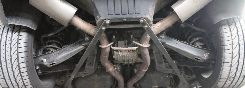 Voila comment se présente da ligne d'échappement d'origine sur le Camaro 2012.