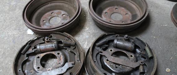 L'ensemble tambours segments, cylindres de roues sont déposés.