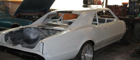 La voiture est ici finie en peinture, l'arceau peint aussi, couleur caisse. Il ne reste que le remontage.