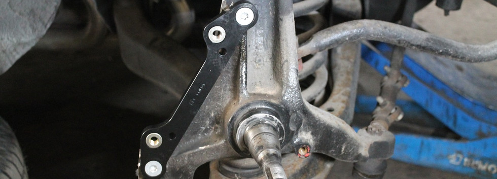 Installation des supports d'étriers de freins.