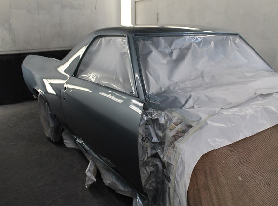 Voici l'auto peinte en cabine. Les autres éléments sont peint séparément.