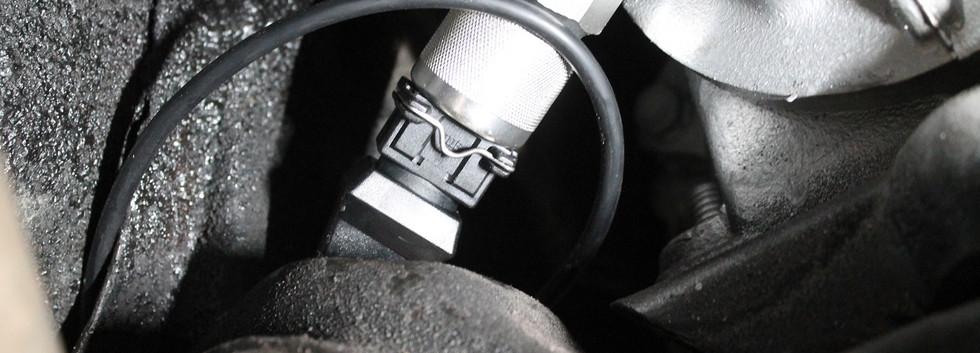 Le capteur de vitesse se positionne a l'origine, il est fourni dans le kit ainsi que son support spécifique et son cablage a broche.