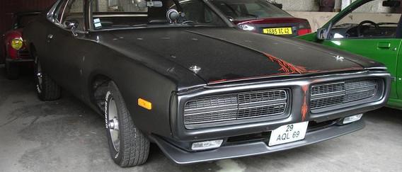 L'auto est arrivée avec une peinture mat, ca cache souvent des défauts. Elle était équipée de son 6 cylindre d'origine, bien poussif.