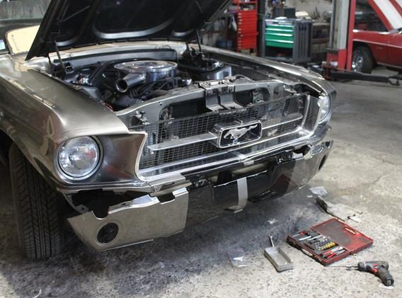 C'est le meilleur moment du chantier, quand on remonte les éléments repeints, l'auto commence à reprendre vie.