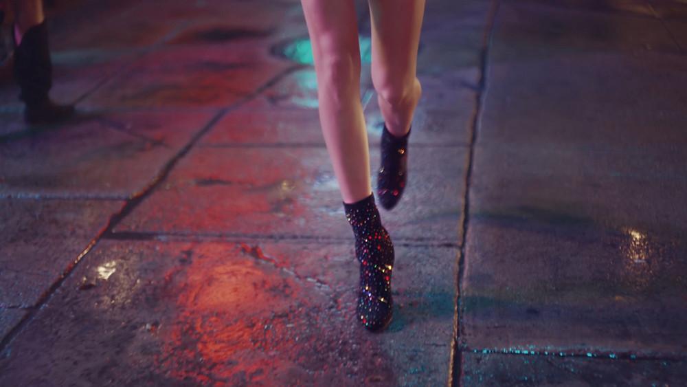 Evie Studios cara del walking in jimmy choo shoes