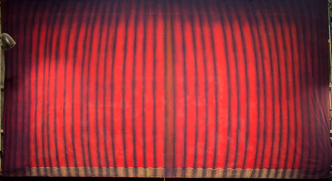 CURTAIN DROP/ FRONT VIEW