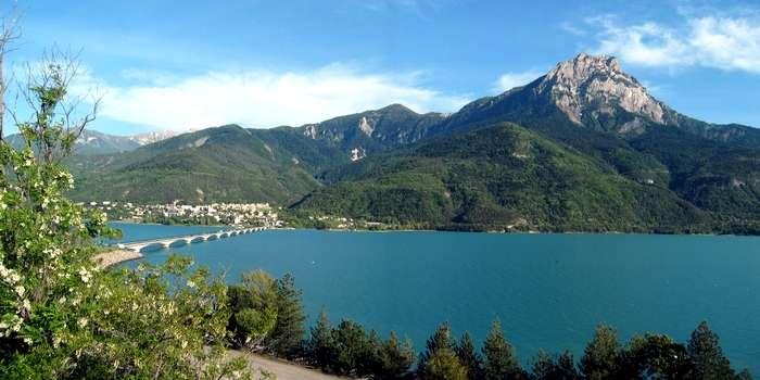 Le Lac de Serre Ponçon (18 Kms)