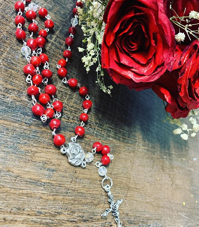 😍🌹 rosaries! So special and done just