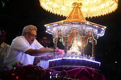 GR in Gangaramaya Temple