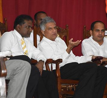 Thilanga Sumathipala discusses with Ranil Wickremesinghe